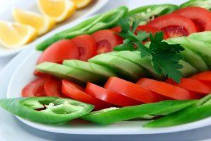 Yaz Aylarının Favori Üçlüsü: Domates, Salatalık, Yeşil Biber